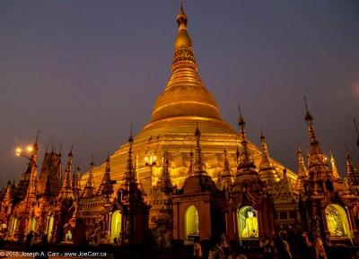 The main Shwedagon Pagoda at night