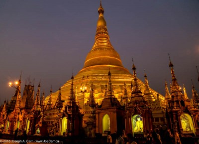 The main Shwedagon Pagoda at night